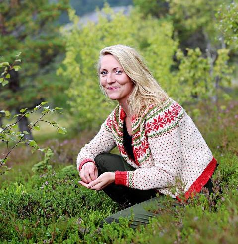 MOT SIN HENSIKT: Maria Almli, bygdeforsker og biblioteksjef, mener desperate bolystprosjekter og slagord virker mot sin hensikt og vitner om dårlig selvtillit på vegne av stedet man bor på.