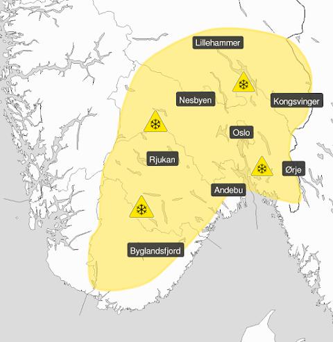 FAREVARSEL: Førstkommende søndag er det sendt ut gult farevarsel på snø, og Meteorologisk institutt oppfordrer derfor publikum til å kjøre forsiktig.