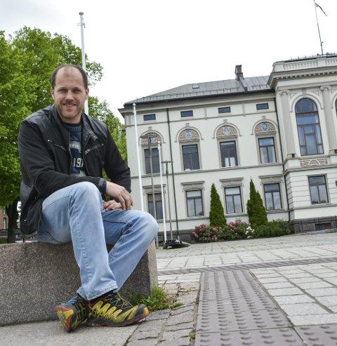 BER OM PLASS: Hoppeslott, lotteribuer, kafetelt, scener og mere til skal på plass ved rådhuset. Christer Halvorsen i Barnas dag ber kommunen avse plass til et tivoli også.