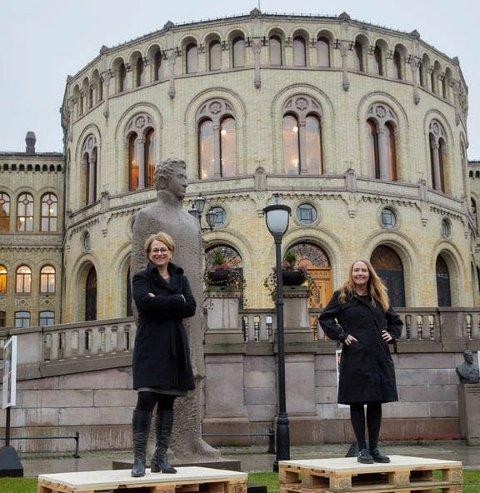 Stortingspresident Tone Wilhelmsen Trøen (t.v) og visepresident på Stortinget, Eva Kristin Hansen.