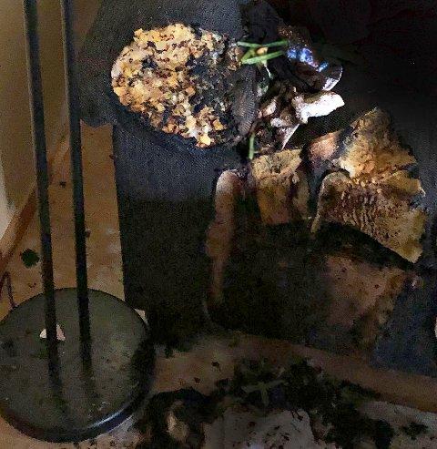 Sofaen ble ødelagt etter brannen.