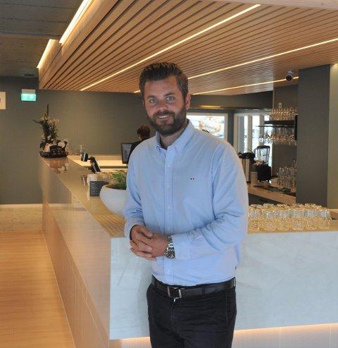 GOD SOMMER: Hotelldirektør Håkon Andersen på Maritim Fjordhotell i Flekkefjord forteller om tilnærmet fullt hus i sommer.