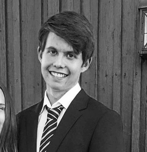 FORNØYD: Nils Wichmann (18) var veldig fornøyd etter å ha fått beskjed om at han hadde vunnet 20.000 kroner.