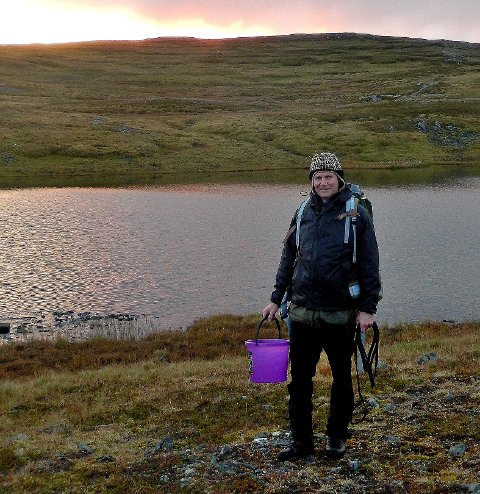 Hans Agnar Kvamme har satt ut fisk i Nordre Svartholvann.