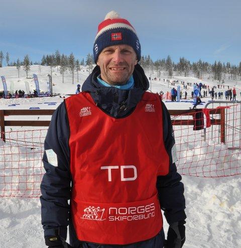 ROS: Geir Mauseth er TD (teknisk delegert) i Skiforbundet. Han roser arrangørene av Hovedlandsrennet.
