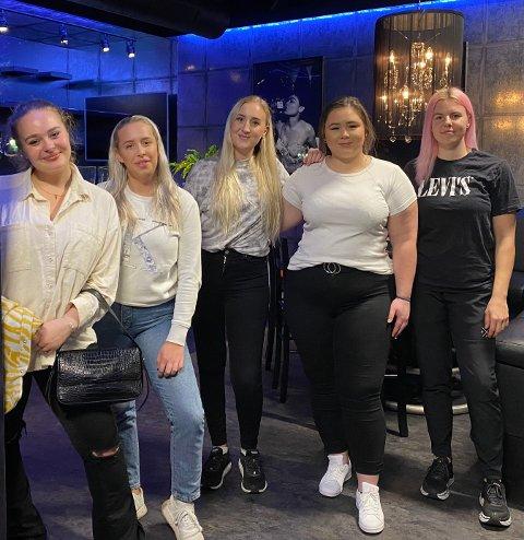 Her er noen av de nye ansatte ved Hannestadgården. Fra venstre: Vilde Fosdahl, Frida Øraas, Roxanne Bruce, Anna Rosita Nilsen og Karoline Faarlund.