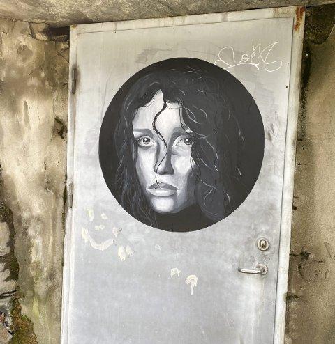 Gatekunst: «Spriter» opp bybildet. Hvem er kunstneren? Foto: Eivind Dahle Sjåstad