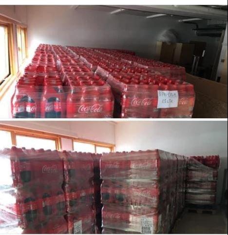 Her står palle på palle med Coca-Cola stablet i Tromsø.