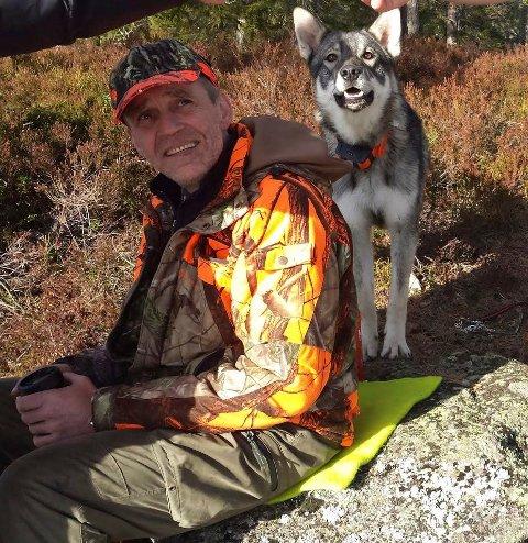 Jakthund: Rocky elsket å være på jakt, forteller Susanne Eikenæs. Her med Lars Eikenæs.