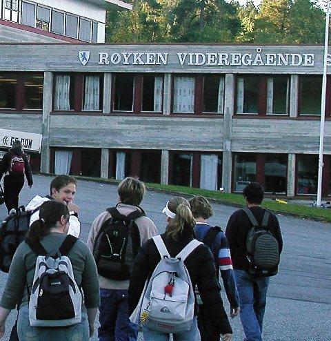OM UNGDOM: Røyken videregående skole inviterer til temamøte for foreldre.