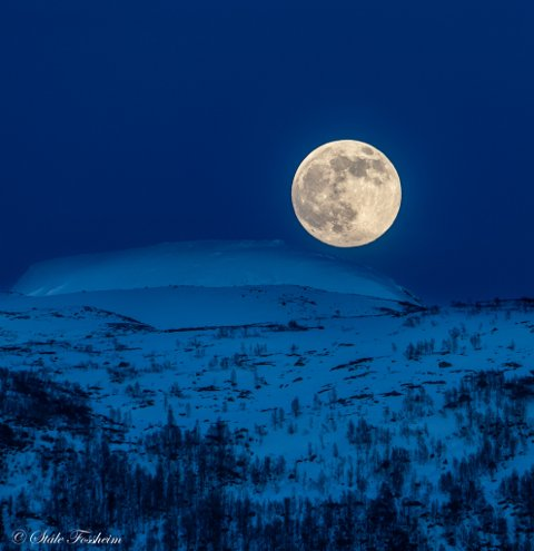SUPERMÅNE: Ståle Fossheim tok dette bildet av supermånen 27. april.