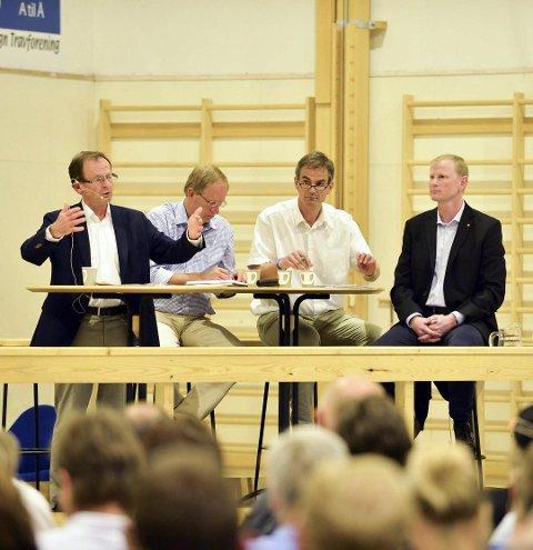 FOLKEMØTE: Tirsdag klokka 19 blir det folkemøte i Vear-hallen om Vears flytting til Tønsberg. Bildet er fra et folkemøte i hallen i 2014.