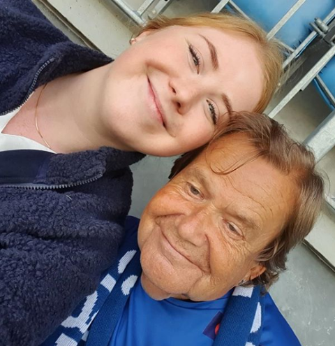 FANTASTISK: Erik Svendsen har blitt med Fjorden Sanitetsforening på sykkelturer de siste fire ukene. Søndag fikk han se SF-kamp på Stadion. – Jeg setter stor pris på de som sykler, og jeg gleder meg allerede til neste gang. Det er helt fantastisk.