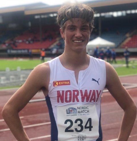 Lars Agnar Hjelmeset løp inn til sølvmedalje på 3000 meter under nordisk mesterskap i friidrett for juniorer lørdag.