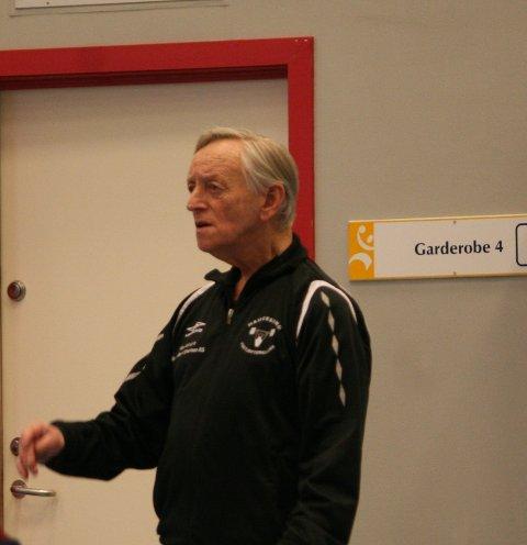SPENT: Trener Svein Skeiseid fra Haugesund Vektløfterklubb fulgte engasjert med da utøverne var i aksjon under helgens vestlandsmesterskap.