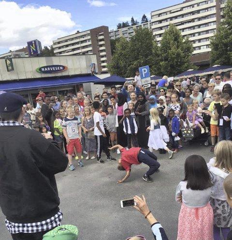 BREAKDANCE: Crewet Floorknights skapte stor stemning og imponerte på asfalten. FOto: Birgitte Iversen