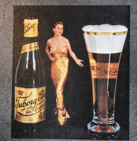 ELEGANSE: I 1955 tok danske Tuborg elegansen til nye høyder, men kanskje ikke for å trekke flere damer opp på barkrakken. (Fra boka «Damer og øl»)