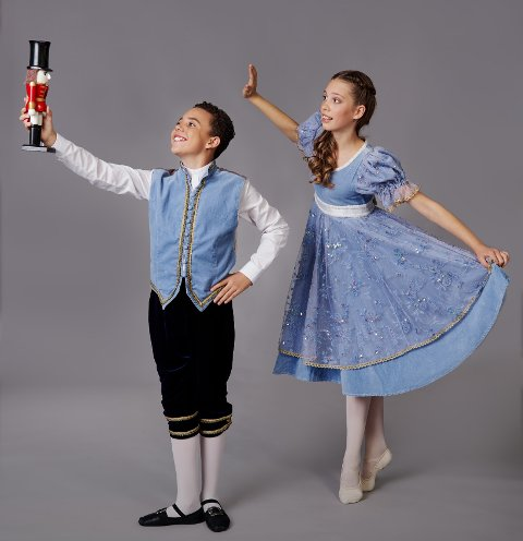 "NØTTEKNEKKEREN: Frits, lillebroren til Klara (Thilo Benjamin Høie) og Lille Klara (Auora Høgetveit L'Orsa)  er blant dem som medvirker i Extend Art of Dance sine streaming-overførte ""Nøtteknekkeren""-forestillinger."