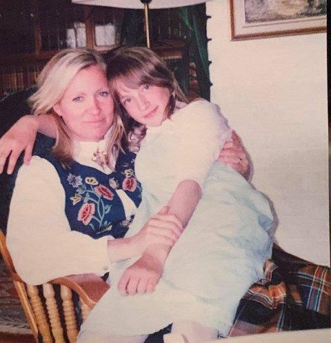 Som 12-åring mistet Camilla (25) moren sin, Aina Karin Sunde Larsen, i en tragisk bilulykke. Moren ble 33 år gammel.