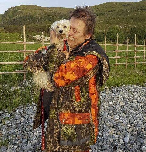 GJENFORENING: Etter 13 dagers leting er Agnar Nordheim og hunden hans Alice endelig gjenforent. Foto: Privat