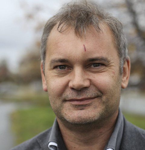 FOR PASSIV: Ola Teigen (Ap) meiner floraordførar Bengt Solheim-Olsen ikkje går i krigen for Sogn og Fjordane politidistrikt. – Det er no slaget står, men det var i 2013 han sist uttalte seg, seier han. Foto: DNF