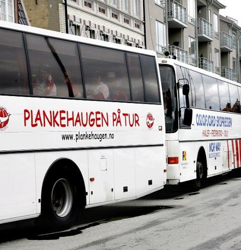 BUSS: Ni busser med FFK-supportere fraktet supportere til Strrømmen ifjor. kan det bli en reprise, når Notodden står for tur neste lørdag.