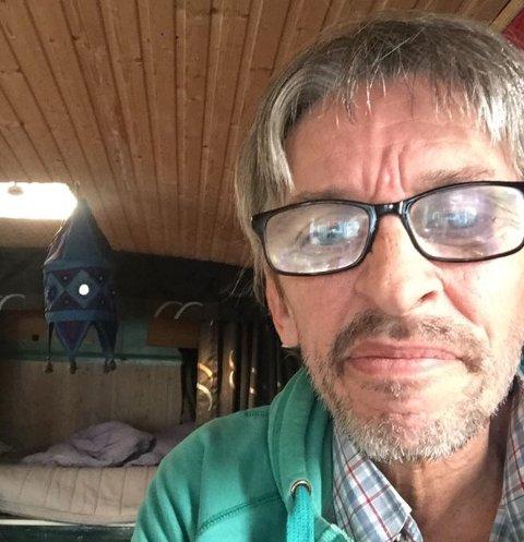 BOR I BOBIL: Bjørn Kirkeby takker alle som har ønsket å hjelpe ham med bolig og penger mens han sitter i karantene.