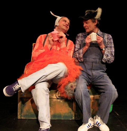 """EVENTYRLIG LEK: Tom Styve og John Nyutstumo"""" i """"Se! Jeg fant!"""", som spilles i Lalm samfunnshus tirsdag 5. juni."""