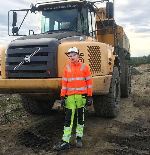 Håkon Marstein fra Lom er lærling på vegprosjektet hos Skanska. Målet er å få fast jobb når fagbrevet er i havn.
