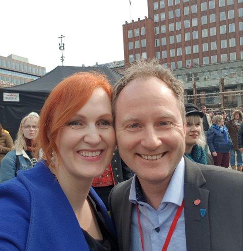 Glad: Ordførerkandidat Lebna Amalie Hamnes og Vestvågøy-ordfører Remi Hansen.