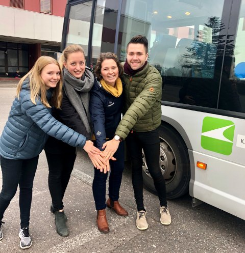 Billigere buss: Posisjonspartiene foreslår endringer i aldersgrense på buss. F.v: Anniken Stokke Lunde (V), Elisabeth Aspaas Runsjø (H),  Lina Bringsli (KrF) og Bjørn-Kristian Svendsrud (FrP).