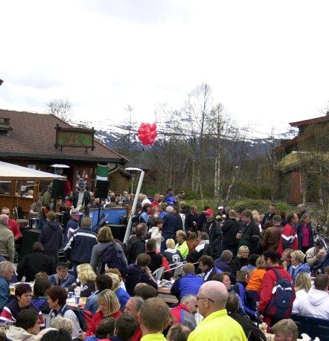 Svingen pub: Her under uteservering ved Svingen pub etter Den norske fjellmaraton i juni 2005.