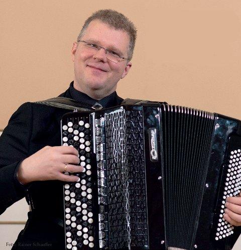 TREKKSPILLVIRTUOS: 15. januar inviterer Håvard Svendsrud til sin fjerde konsert i Drammen Teater.