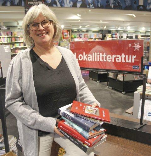GODT ÅR: Hilde Røe hos Norli bokhandel kan glede seg over et ekstra godt år for lokale utgivelser.