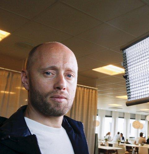 Hovedrolle:AksAksel Hennie har hovedrollen i NRKs hovedsatsing i høst – krigsdramaet «Nobel». Foto: Terje Pedersen