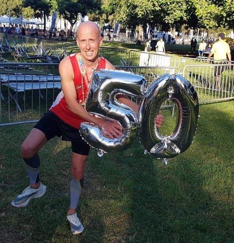 LØPEGLAD: Halvor Been lar seg ikke stoppe av koronaviruset. Her avbildet etter at han nådde 50 maratonløp i fjor.