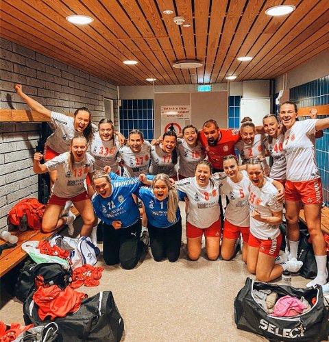 JUBEL: Det var god stemning i Østsiden-garderoben etter seieren over Sarpsborg i 2. divisjon.