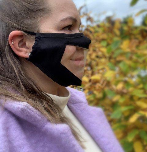 Munnbind som gjør det lettere for hørselshemmede, med transparent felt som gjør det mulig å lese på munnen hva som blir sagt.