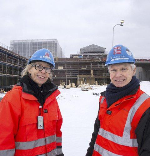 1 Leder an: Prosjektdirektør Erik Antonsen og kommunikasjonsleder Eva Kvandal fra Statsbygg har oversikt over utbyggingen. De har mange hundre med seg på laget.