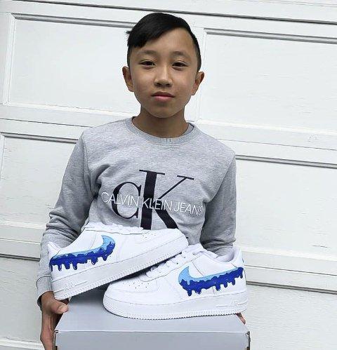 EGEN NETTSIDE: Stian Le (13) har egen nettside hvor kunder kan kontakte han for å få skoa sine designet.
