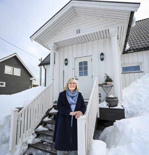 Gammelt hus: Mona Eidem vet ikke nøyaktig hvor gammel huset deres på Ytteren er, men de har en teori på når cirka det ble satt opp.