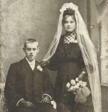 BRYLLUPSBILDET: Maren Sofie og Henry Nikolai giftet seg da hun var i 8. måned. Hun må ha skjult det godt.  FOTO: Privat