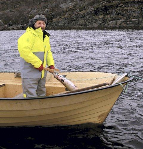 INGEN REKRUTTERING: Reidar Larsen frykter at fisket han har holdt på med i 60 år, skal dø ut. Det er nesten null rekruttering på grunn av høye utgifter og begrenset inntekt.
