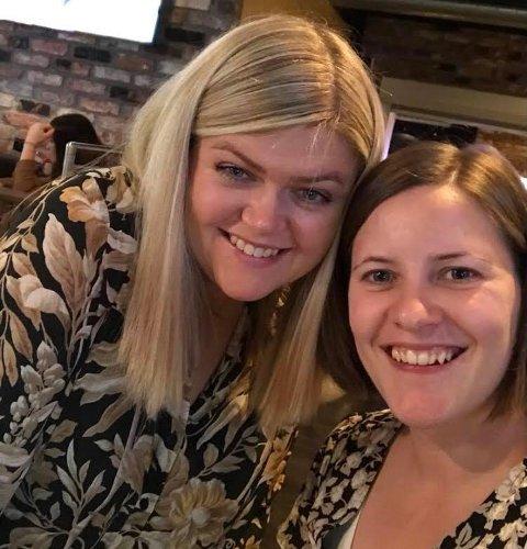 BESTEVENNER: (f.v) Malin Othilie Aareskjold har valgt å søkte kjæreste på vegne av venninna Sandra Gullhaug.