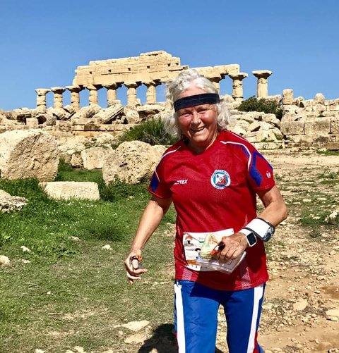Her er Torill Nebell Mikkelsen i farta på Sicilia i Italia.