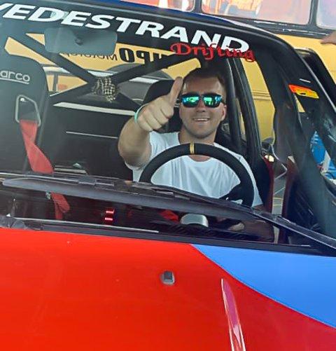 Fornøyd sjåfør: Joachim Haugenes kunne smile fra øre til øre da han sladdet inn til andreplassen sin.