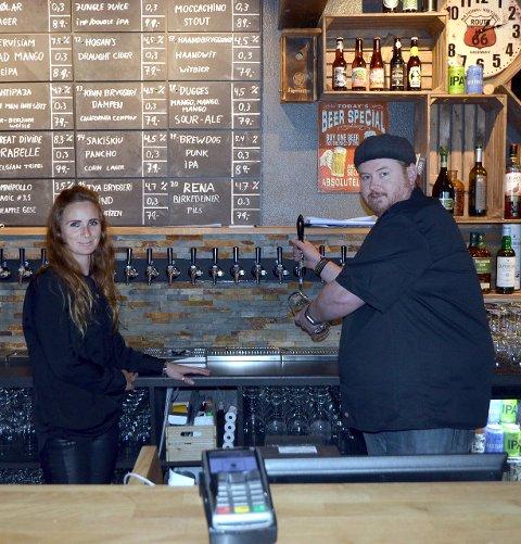 Har åpnet pub: Bryggerihuset AS skal være en pub med en avslappet atmosfære. Kundene skal få mulighet til å prøve mange ulike typer øl. Adriana van Boxmeer (t.v.) og Frode Randen ønsker å være mye på plass i starten.