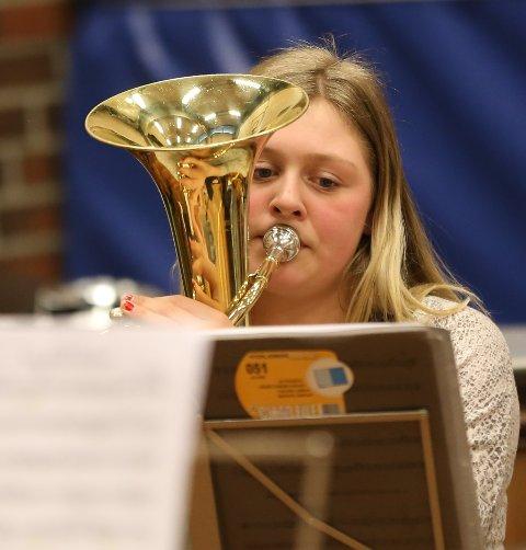 Oltedal brass band vant 3. divisjon under Rogalandsmesterskapet i helgen. Her er det Madeleine Sørbø som sitter i dyp konsentrasjon over notene.