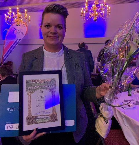 PRISVINNER: Fotball-leder Eva Edvardsen fra Lunner FK fikk pris på IØFKs sin fotballgalla nylig.