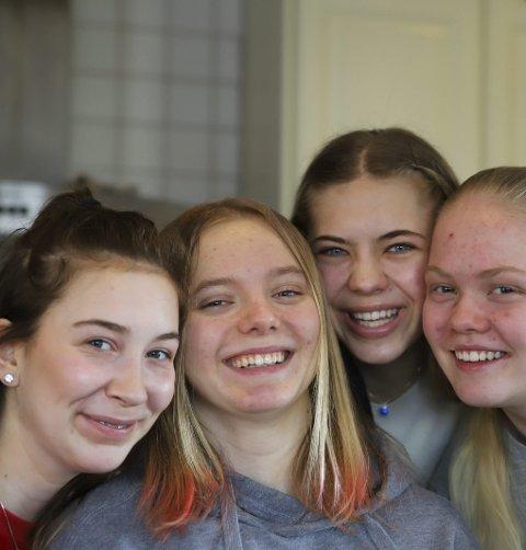 VENNSKAP: De har holdt sammen siden de var små jenter. De siste månedene har de alle fått kjenne hvor viktig de er for hverandre. Fra venstre Synne, Amalie, Maria og Julia.